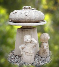 Statueta / ghiveci pentru gradina - Fetita sezand Fantana de gradina - Flower